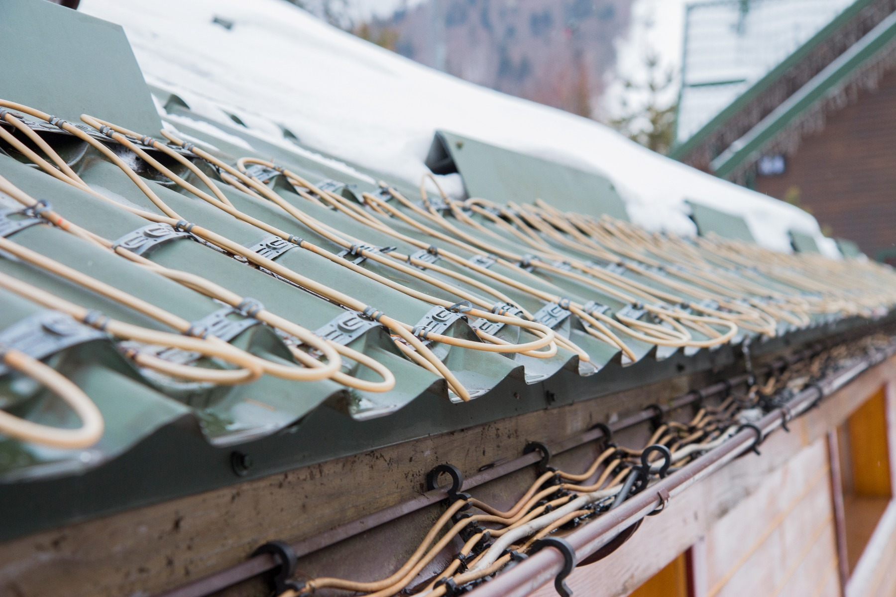 gutter heating for snow mealting